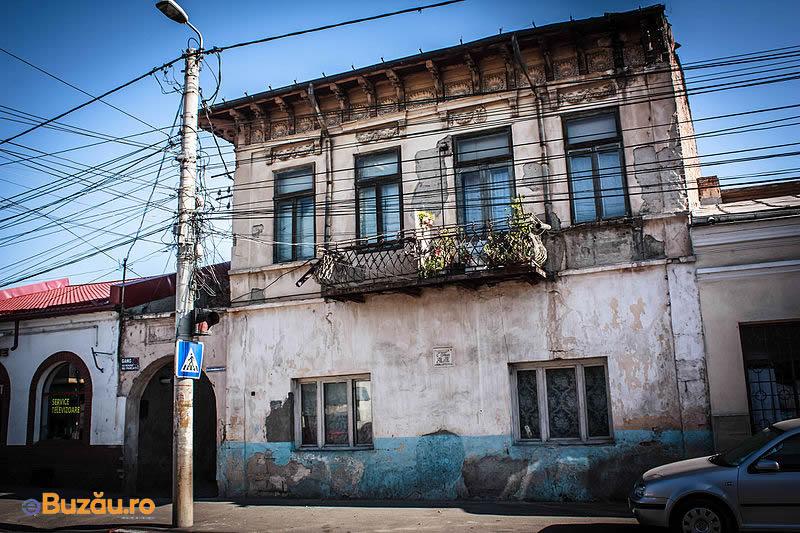 Photo of A dat numele unui teatru, dar casa e o ruină. Imaginile dezolării