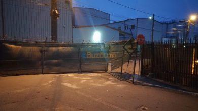 Photo of Noapte de coșmar! Vântul a smuls poarta Fabricii de Bere
