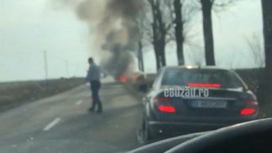 Photo of VIDEO: Impact, după depășire! O mașină a luat foc